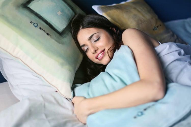 śpij przynajmniej 8 godzin dziennie